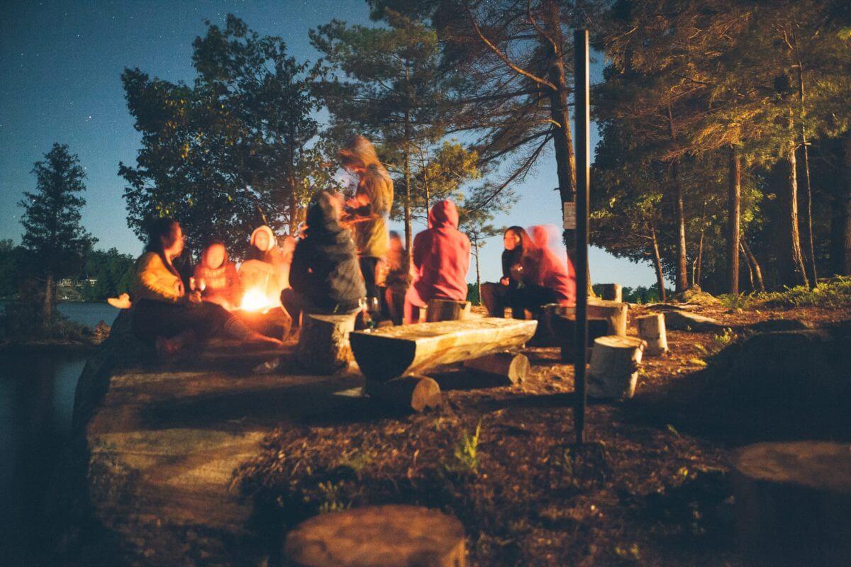 Gemeinschaft im Wald